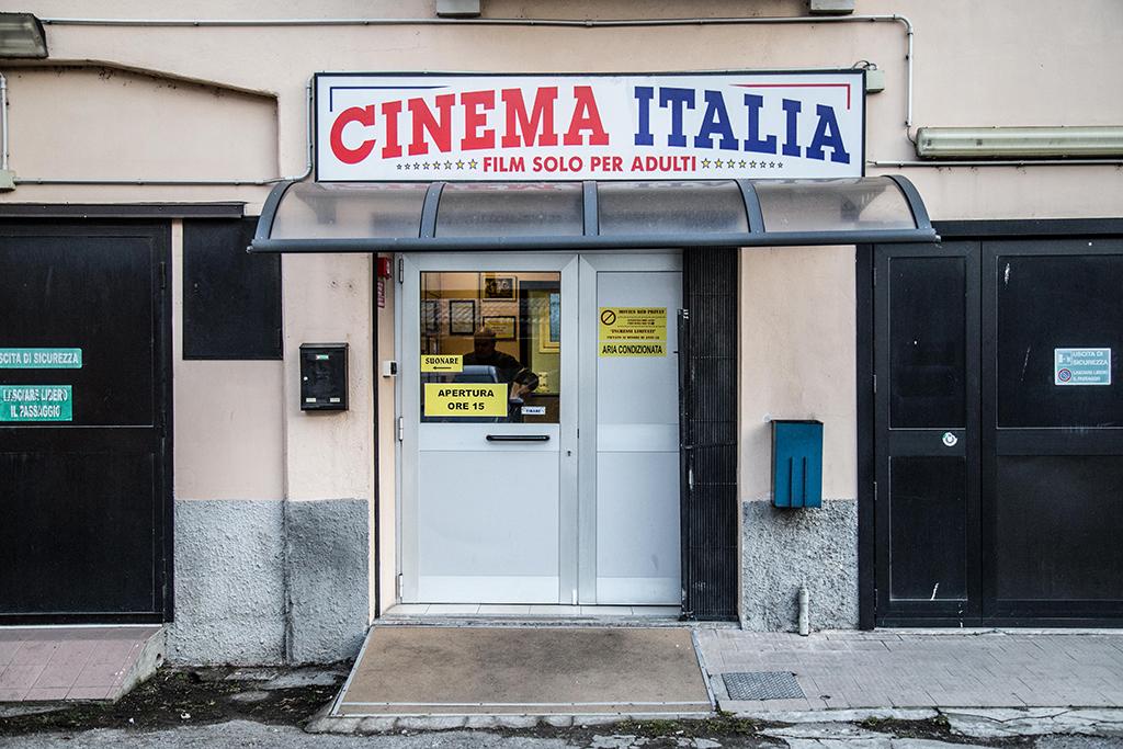 cinema-italia-porno-ponte-chiasso-3.jpg