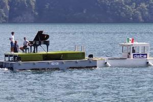 Floating_moving_concerts