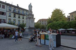 Piazza Volta-bidoni spazzatura3