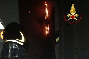 copertina-vigili-fuoco-cabina-elettrica-fiamme-via-varesina