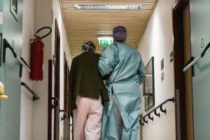 coronavirus-ospedale-medici-infermieri-fatebenefratelli-erba (8)