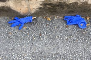 guanti abbandonati