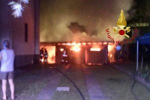 incendio-cantù-vigili-fuoco-1