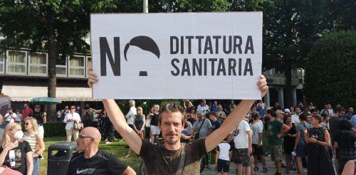 manifestazione-dittatura-sanitaria-piazza-cavour (4)