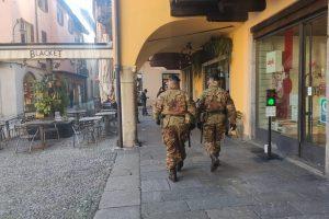piazza-san-fedele-militari-soldati (2)