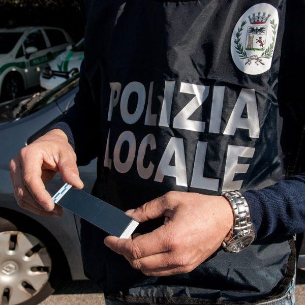 POLIZIA GIUDIZIARIA IMPRONTE POLIZIA LOCALE CANTU'    Copyright @ Laura Binda/LaBi/www.laurabinda.it