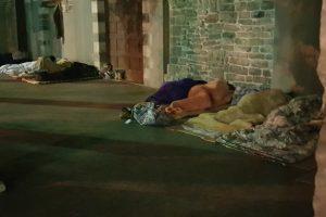 san-francesco-migranti-senzatetto (3)