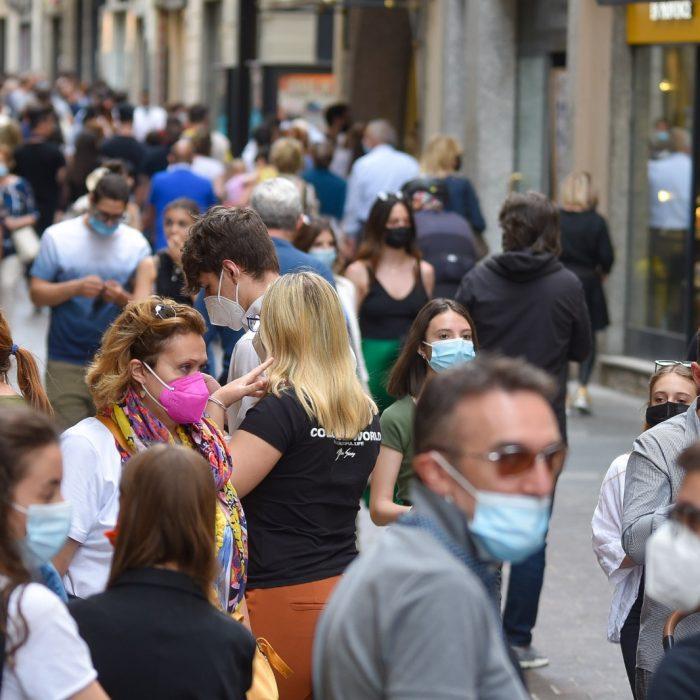 turisti-folla-2-giugno-via-vittorio-emanuele