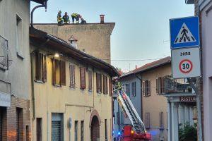 vigili-del-fuoco-casnate-tetto-autogru-1 1